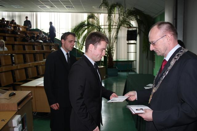 Oglądasz obraz z artykułu: Dyplomy - kwiecień 2011